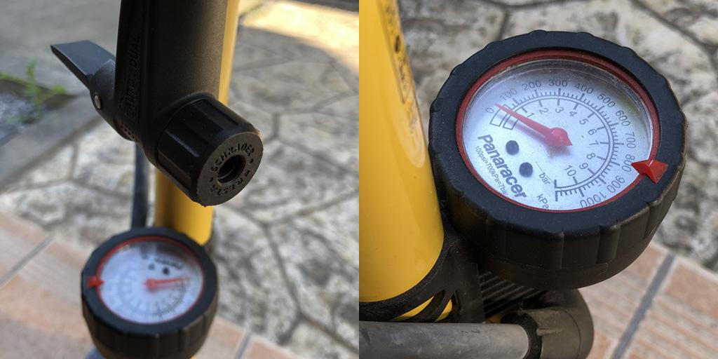 パナレーサーのフロアポンプ。スポーツバイクの高圧タイヤには、仏式バルブ対応のヘッド(口金)と空気圧系付きが必須。