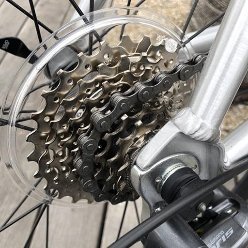 まだ新品のスポークプロテクター。自転車を屋外保管していると、3〜4年で劣化してボロボロになります。そもそも、クエロ 20Fのスポークプロテクターを取り外す目的で、スプロケット外しを購入しました。