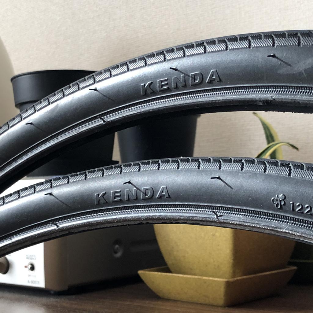 tern RIPから取り外したKENDA 25Cの初期タイヤ